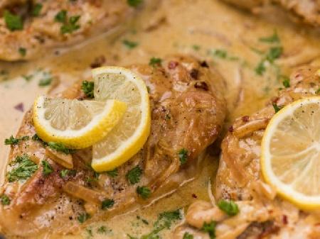 Пилешки гърди (филе) с гъбен сос, сметана бяло вино и лимонов сок на Фурна - снимка на рецептата